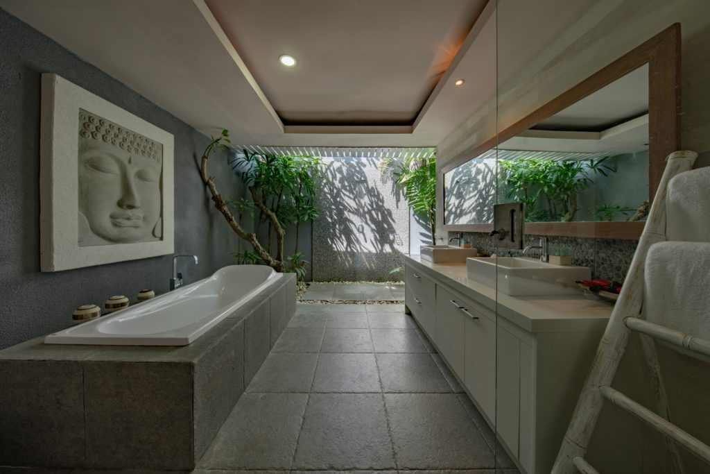 luxus badezimmer 1024x683 - Das sind die 3 wichtigsten Badmöbel Trends für 2021