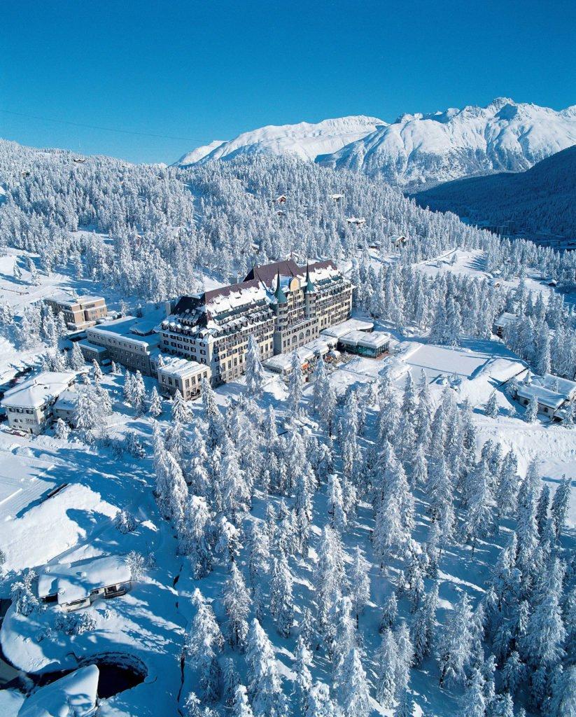 001 Winter 4 823x1024 - Luxus-Skisaison im Suvretta House St. Moritz