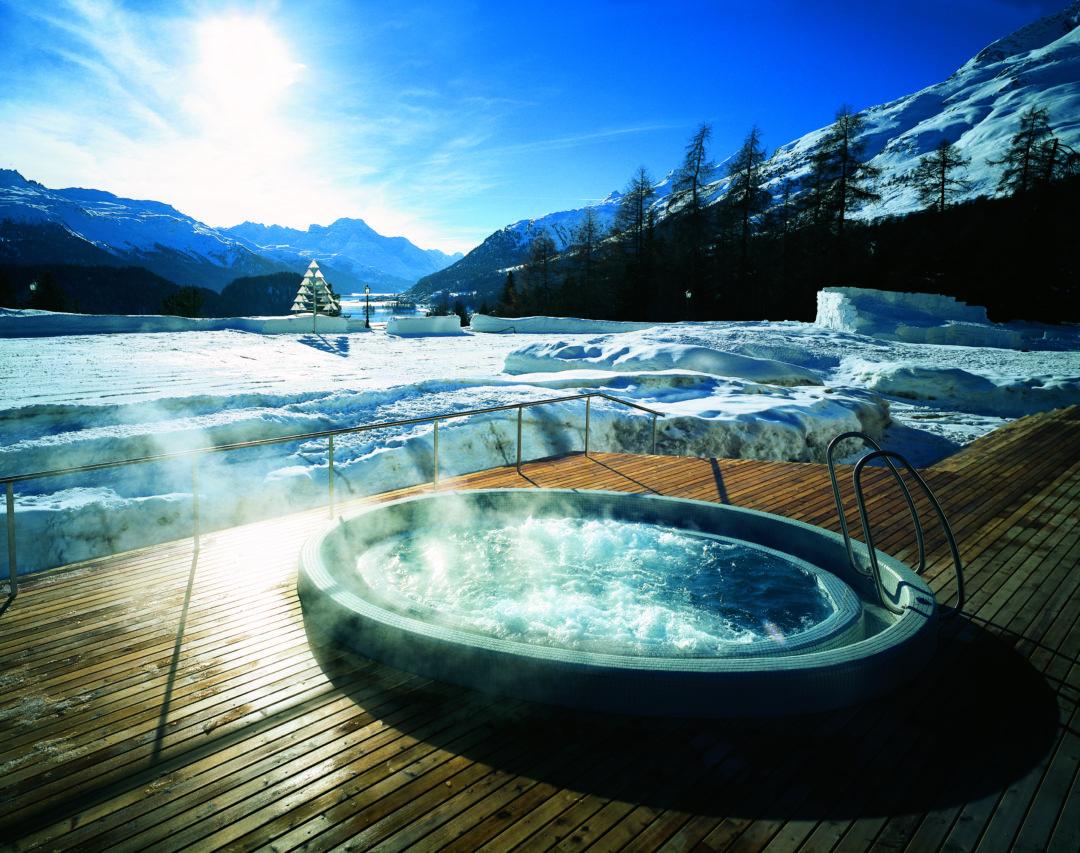031 Whirlpool 1 1080x853 - Luxus-Skisaison im Suvretta House St. Moritz