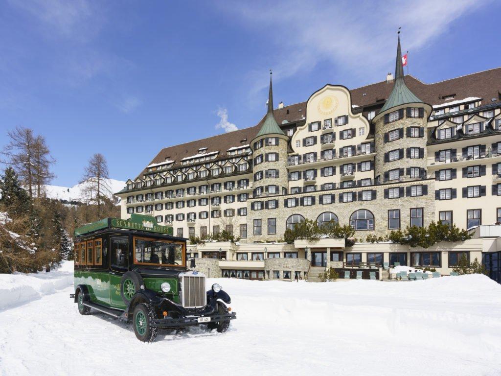 Exterior Winter SuvrettaHouse 1024x768 - Luxus-Skisaison im Suvretta House St. Moritz
