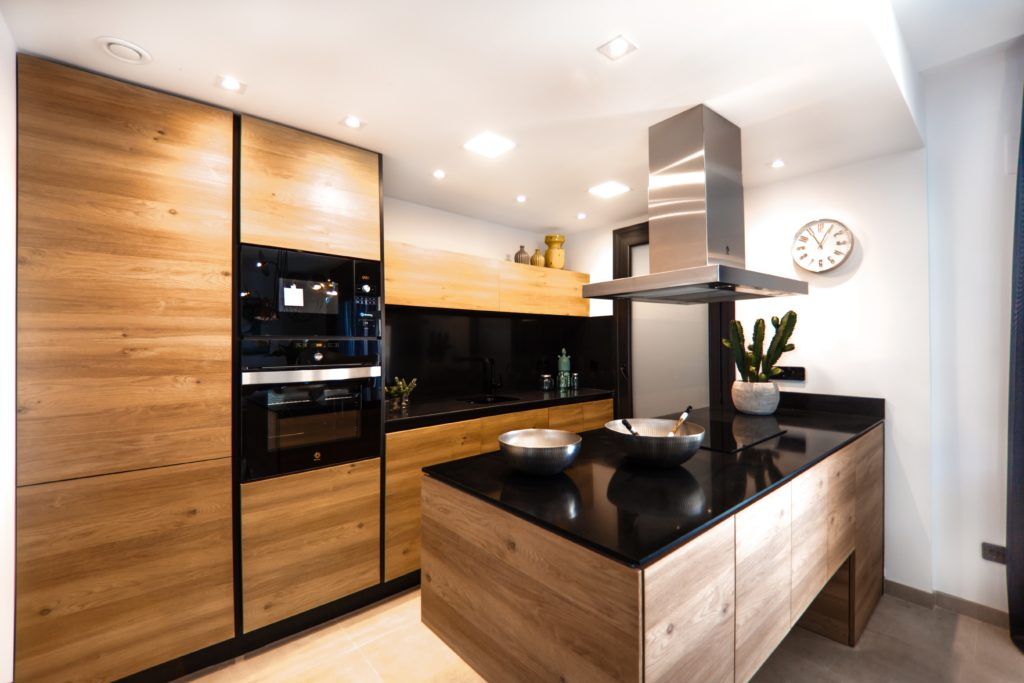 luxuskueche holz holzfronten 1024x683 - Top 10 Ranking der Küchenhersteller für Luxusküchen aus Deutschland