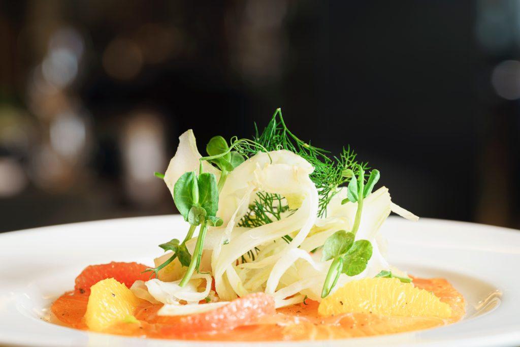 rotbarbe rezept orange kraeuter dill 1024x683 - Rotbarbe - Edelfisch mit feinstem Aroma. Geschichte & Rezepte für die edle Meerbarbe