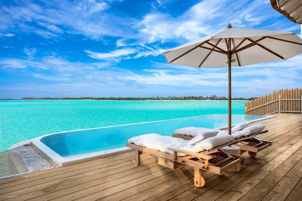 Hero Soneva Jani 1BR Water Reserve pool and deck  by Sandro Bruecklmeier 1024x683 - Traumziel Malediven – neue Luxus-Privatvillen bei Soneva Jani
