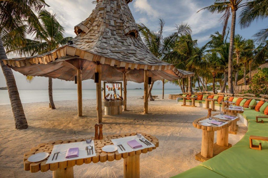 Soneva Jani So Primitive Restaurant diners view  taken by Sandro Bruecklmeier 1024x682 - Traumziel Malediven – neue Luxus-Privatvillen bei Soneva Jani