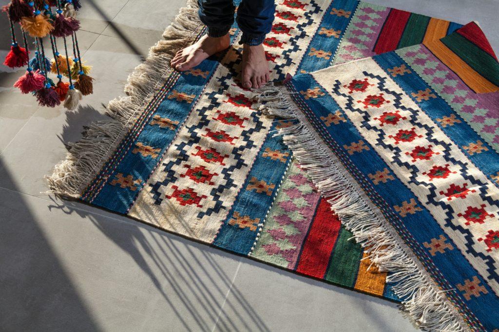 teppiche vorleger 1024x683 - Luxus Teppich richtig reinigen - Mit diesen Tipps klappt es!