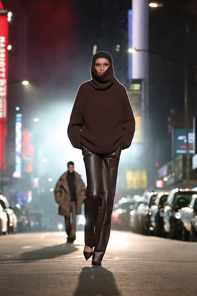 Herbst Winter 2122 Michael Kors Luxury FirstLOOK 28 - Michael Kors Herbstkollektion  – Urbanität trifft Glamour