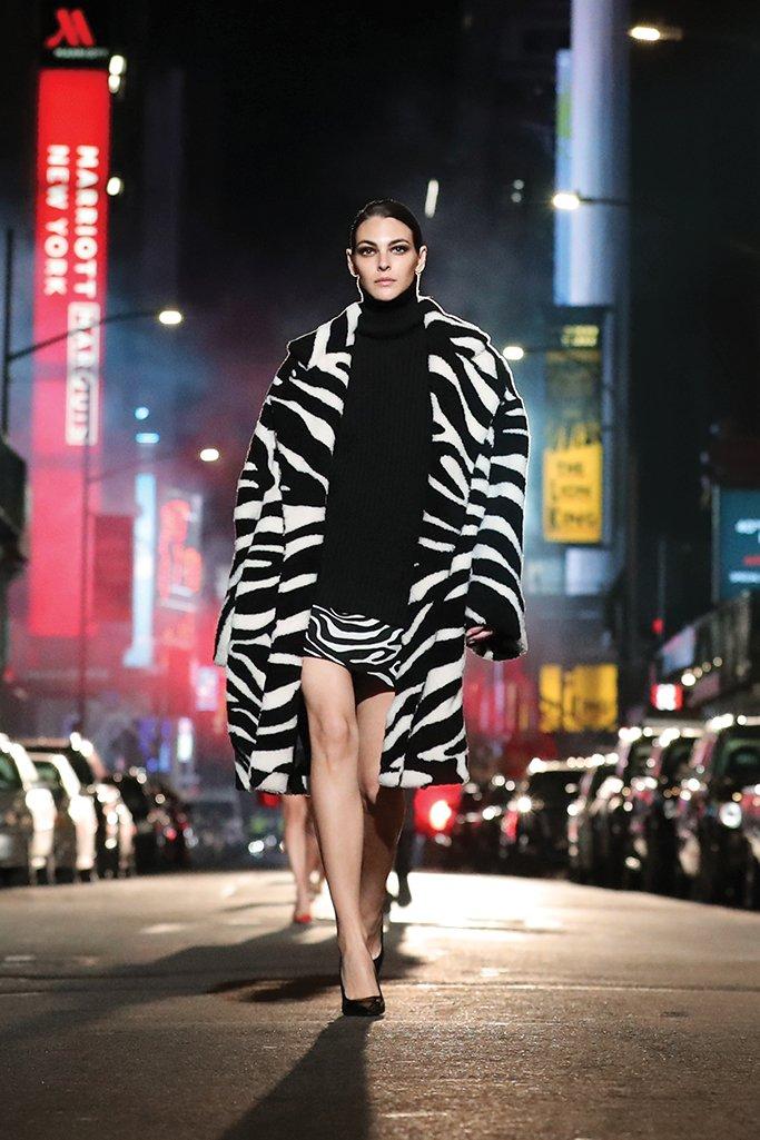 Herbst Winter 2122 Michael Kors Luxury FirstLOOK 3 - Michael Kors Herbstkollektion  – Urbanität trifft Glamour