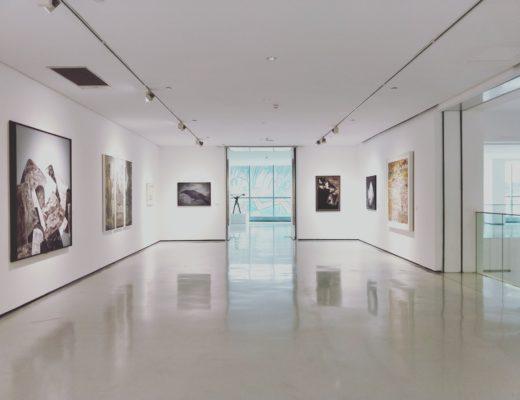 Museum mit verschiedenen Bildern