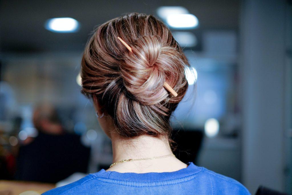 haare dutt 1024x684 - Die 10 wichtigsten Haartrends und Frisurentrends für Frühling und Sommer