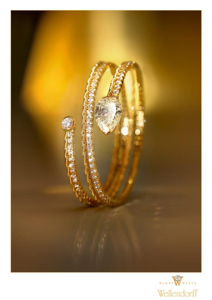 """Armband UMARME MICH Diamanttropfen Mood 724x1024 - """"Federndes Gold"""": Wellendorff präsentiert Innovation"""