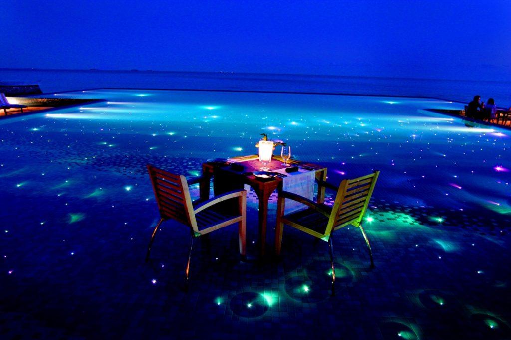 Huvafen Fushi Destination Dining Starlit Dinner 1024x683 - Die spektakulärsten Pools der Welt