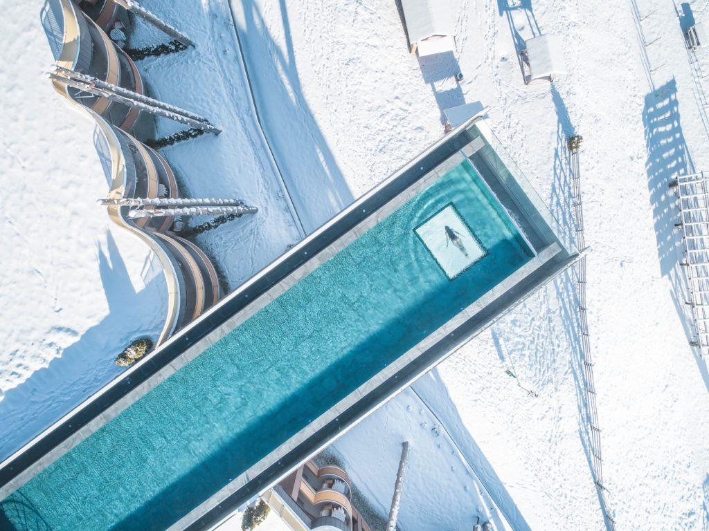 alpin panorama hotel hubertus suedtirol italien winter 1024x768 - Die spektakulärsten Pools der Welt