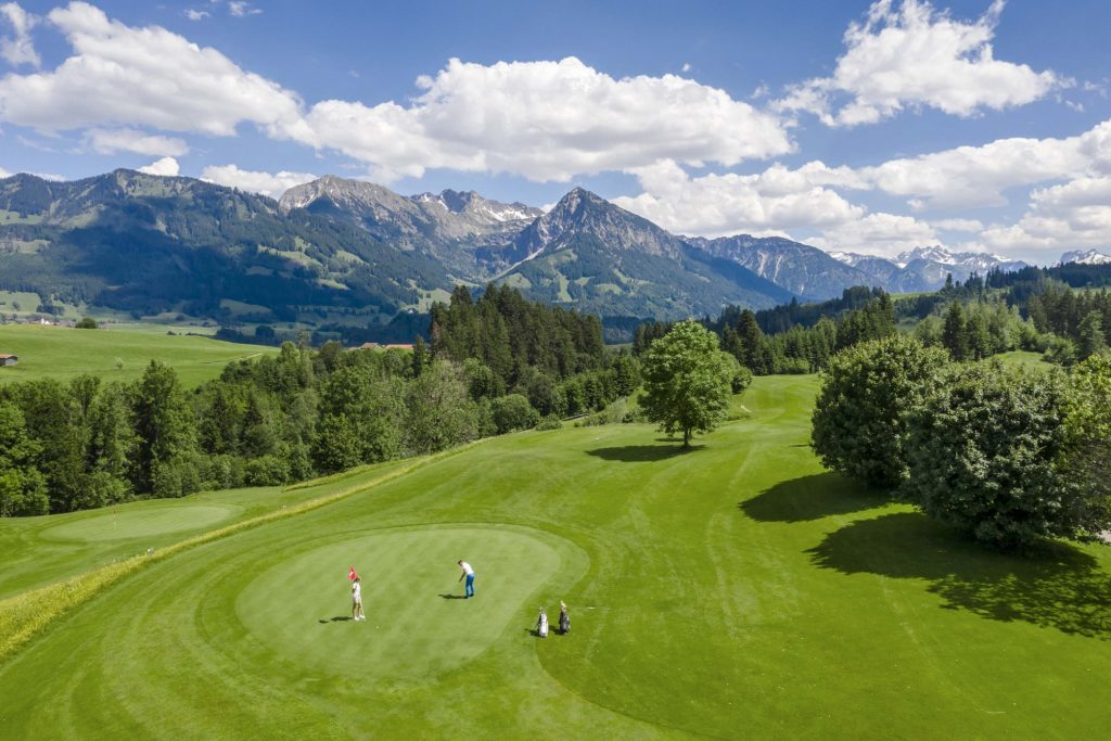 golf golfplatz oberallgaeu 3 © Sonnenalp Resort 1024x683 - Die 3 besten Hotels für Aktive