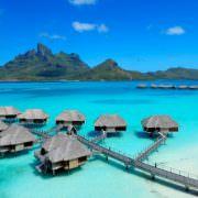 Wüsten-Luxus, azurblaues Meer & asiatische Eleganz – Luxushotel-Highlights weltweit