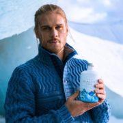 Rurik Gislason mit seinem Glacier Gin